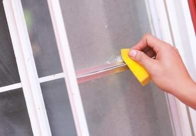 Как можно очистить скотч от пластикового окна: обзор эффективных средств в Сочи